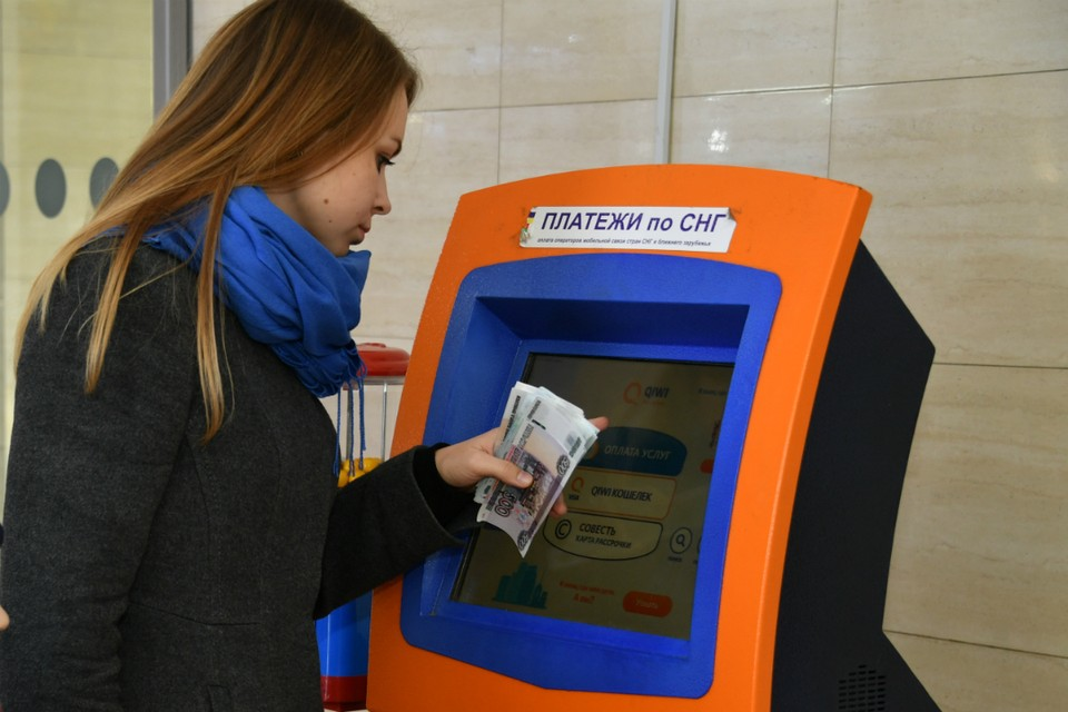 Под руководством мошенника женщина перевела на разные номера 20 тысяч рублей.