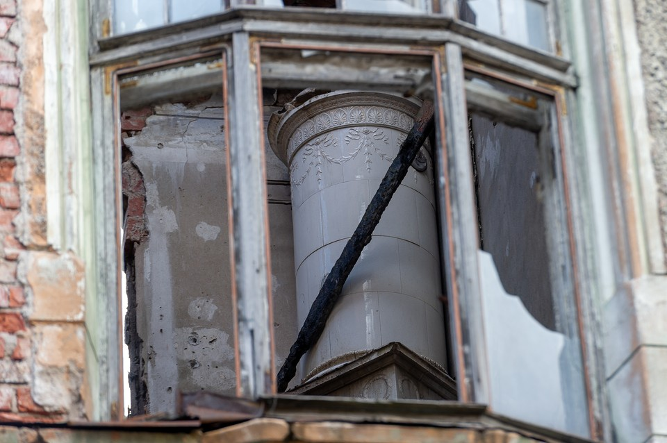 В левашовском храме хулиганы побили окна.