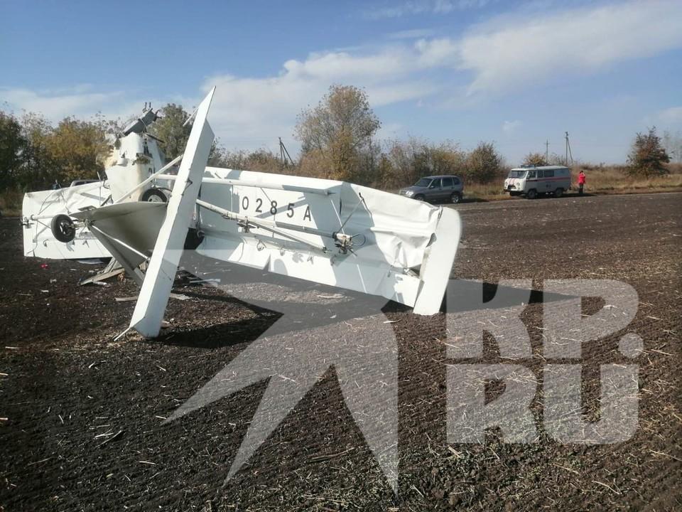 В Каменском районе легкомоторный самолет совершил жесткую посадку. Фото предоставлено очевидцами
