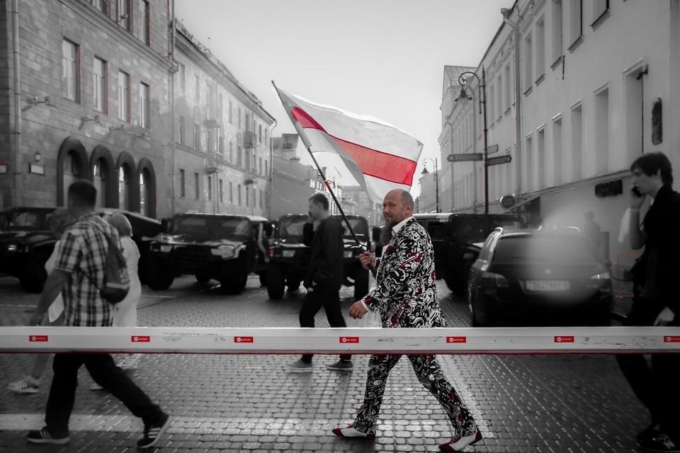 Дмитрий Попов любит эпатаж даже в повседневной жизни. Фото: Владимир ГУДВИН
