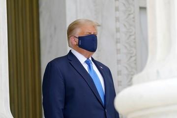 Дональда Трампа освистали на церемонии прощания с судьей