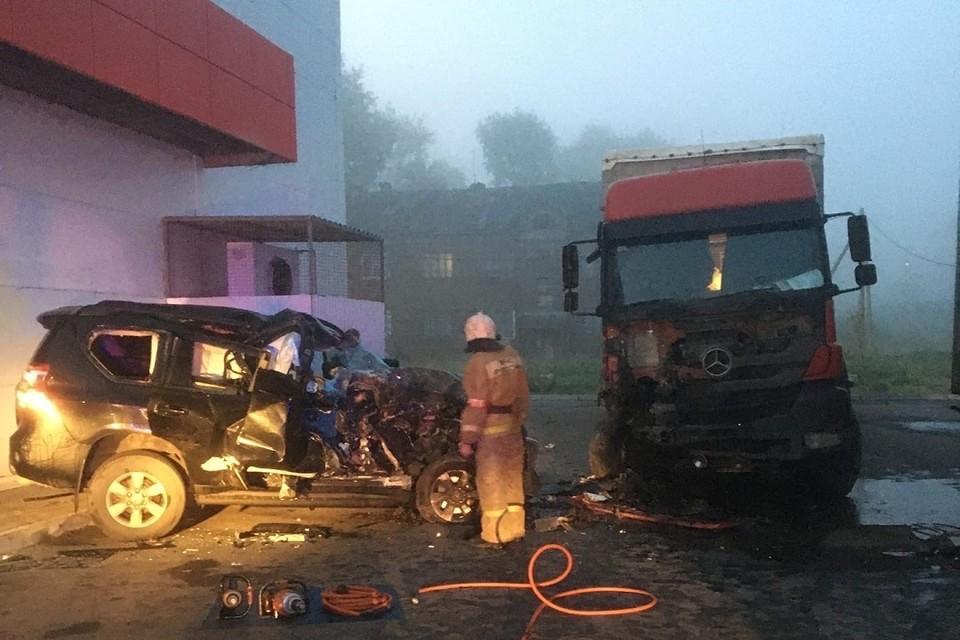 Машина, в которой ехал погибший, врезалась в стоявший грузовик. Фото: vk.com/ghest29 / Никита Симонов