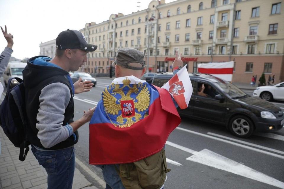 На белорусских митингах не редкость российские флаги