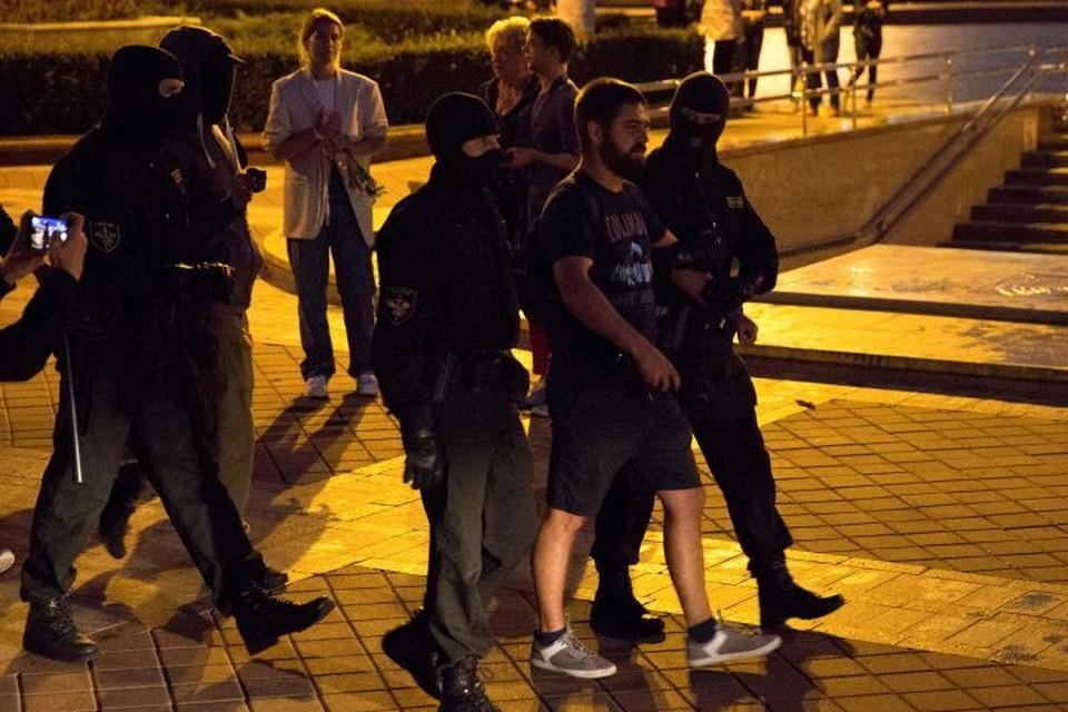 Вместо вечерних новостей показали кадры задержания протестующих
