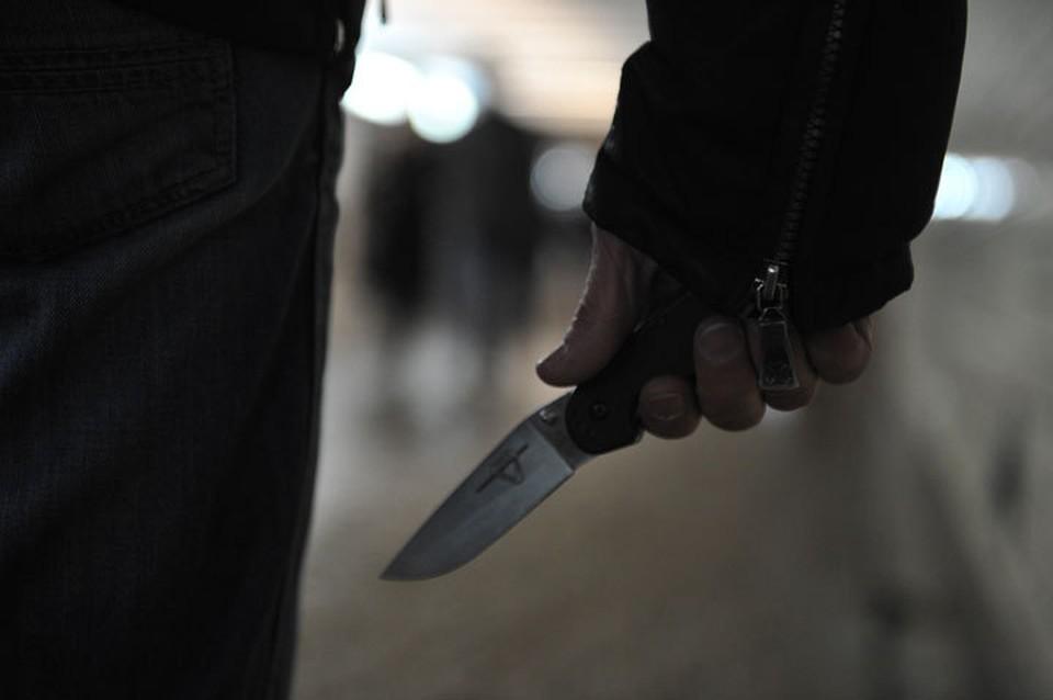 Преступники были вооружены ножом.