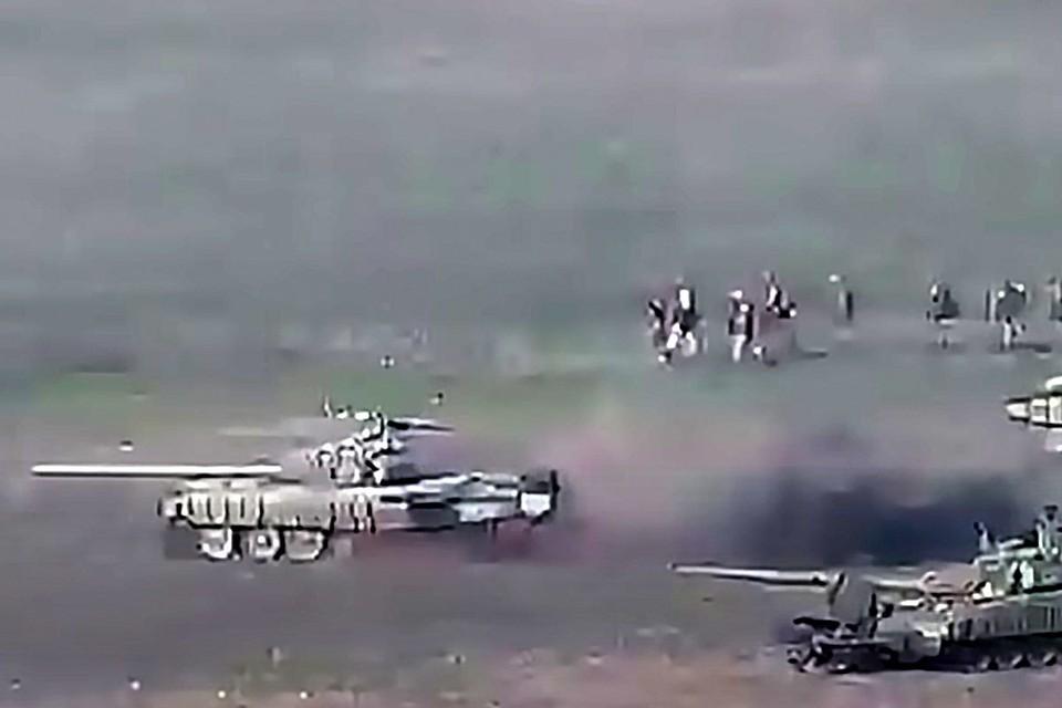 Обстрел позиций азербайджанской армии со стороны Армении. Снимок с видео/Министерство обороны Армении/ТАСС