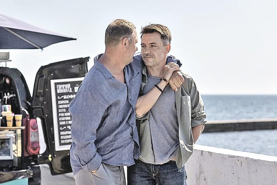 Петр Баранчеев (слева) и Кирилл Гребенщиков в сериале «Закрытый сезон».Канал «Россия 1».