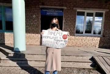 Школьники уральского поселка отстояли единственную больницу, которую не хотели ремонтировать