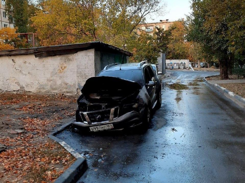 В Ленинском районе Саратова сгорел автомобиль. Фото из соцсети