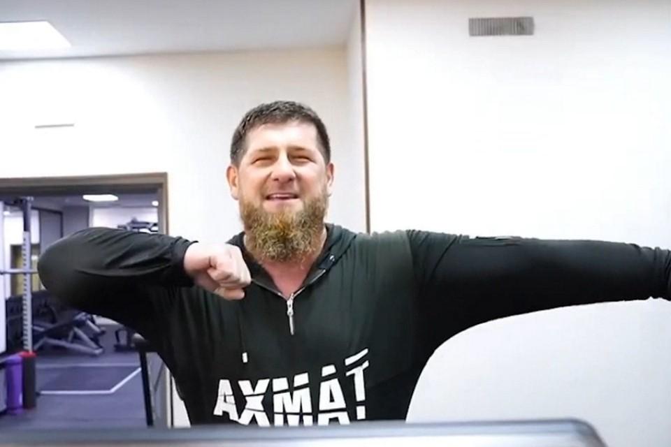 Рамзан Кадыров станцевал лезгинку на беговой дорожке. Фото: кадр видео