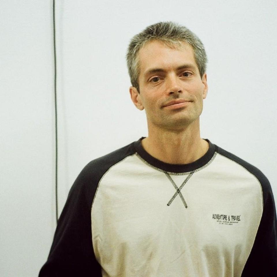 Павел Барковский рассказывает, что вместе с ним уволились еще два преподавателя, а еще раньше одна из его коллег лишилась работы из-за того, что создала и координировала университетский телеграм-чат. Фото: Facebook