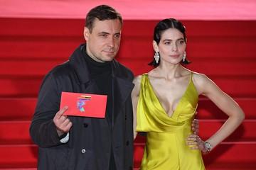 Звёздная дорожка ММКФ: Роскошное декольте Марии Захаровой и ослепительные бриллианты Юлии Снигирь