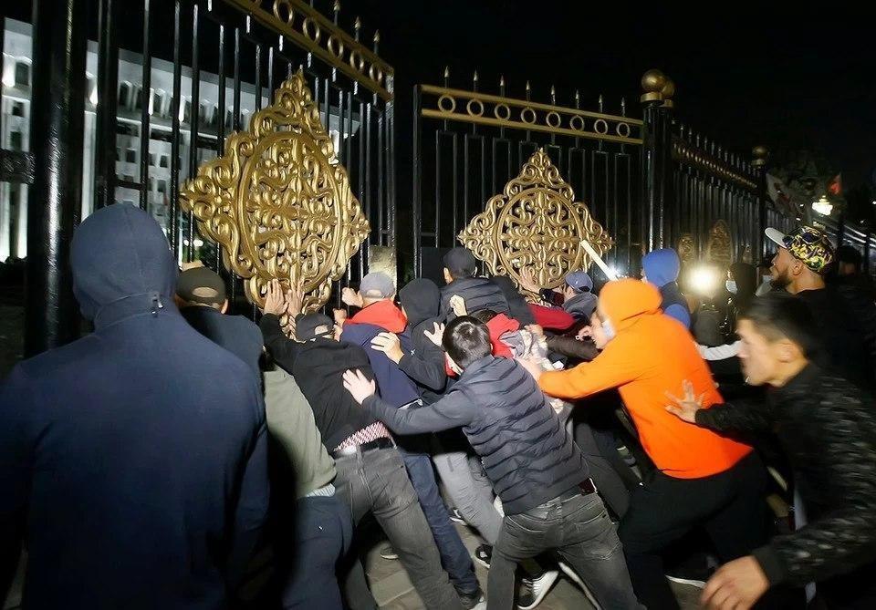 Возрастает  число митингующих наплощади Ала-Тоо