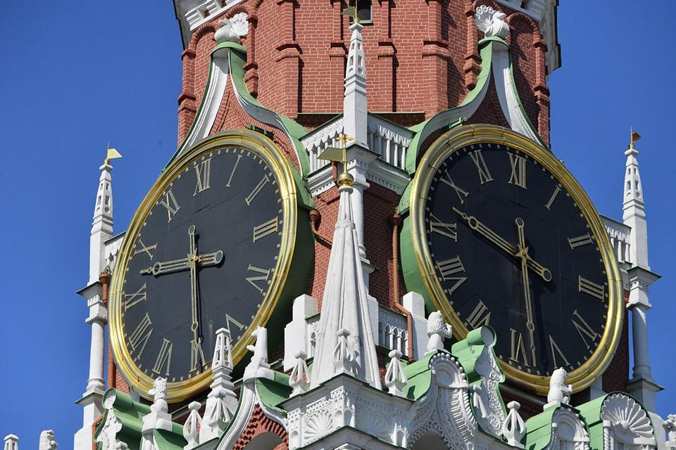 Куранты на Спасской башне Кремля.