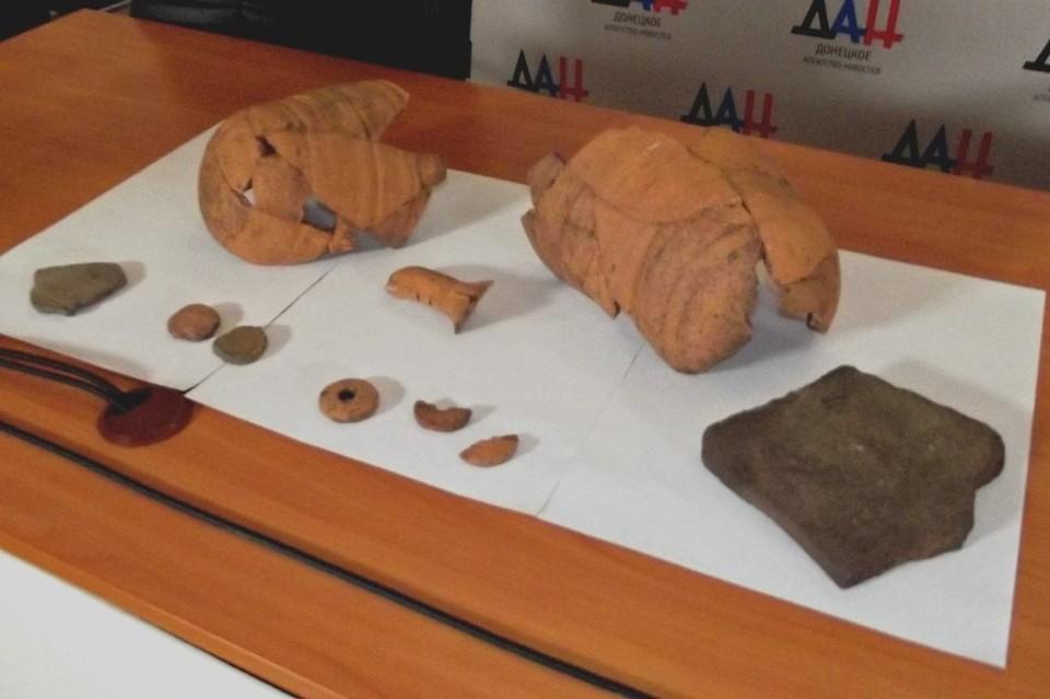 Археологи нашли огромное количество керамики и предметов быта, при этом следов долговременных сооружений там не было. Фото: пресс-служба краеведческого музея