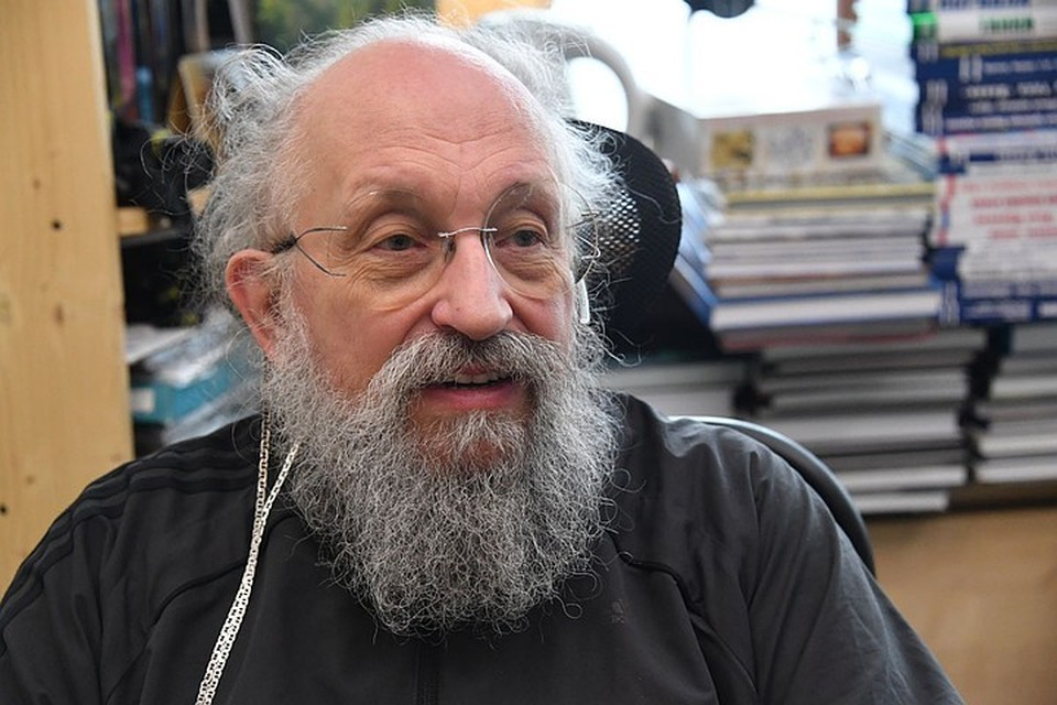 Анатолий Вассерман показал журналистам, как он живет