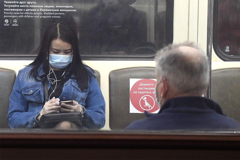 Почти 100 тысяч пассажиров оштрафовали в транспорте Москвы из-за отсутствия масок и перчаток.
