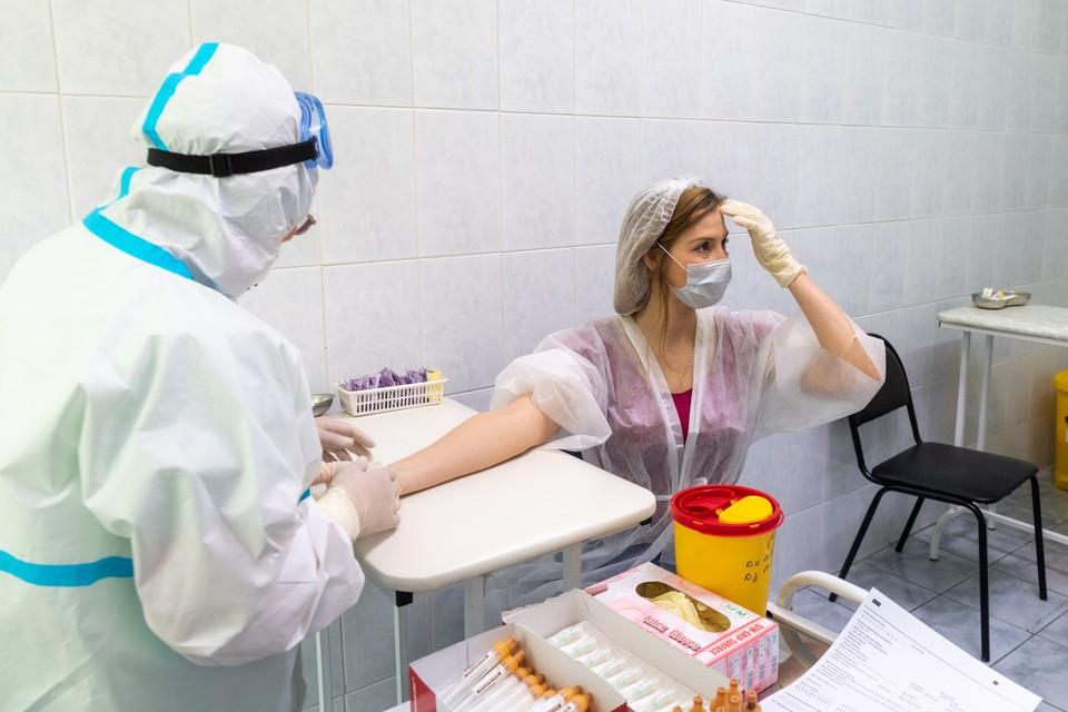 Мурашко назвал возможную дату начала массовой вакцинации против коронавируса