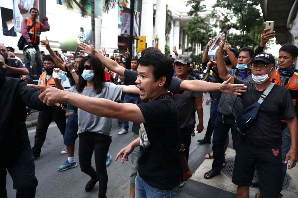 Бангкок сотрясают массовые акции протеста