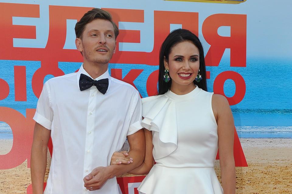 Воля и Утяшева поженились в 2012 году. До похода в ЗАГС пара долго дружила, потом два года ребята встречались