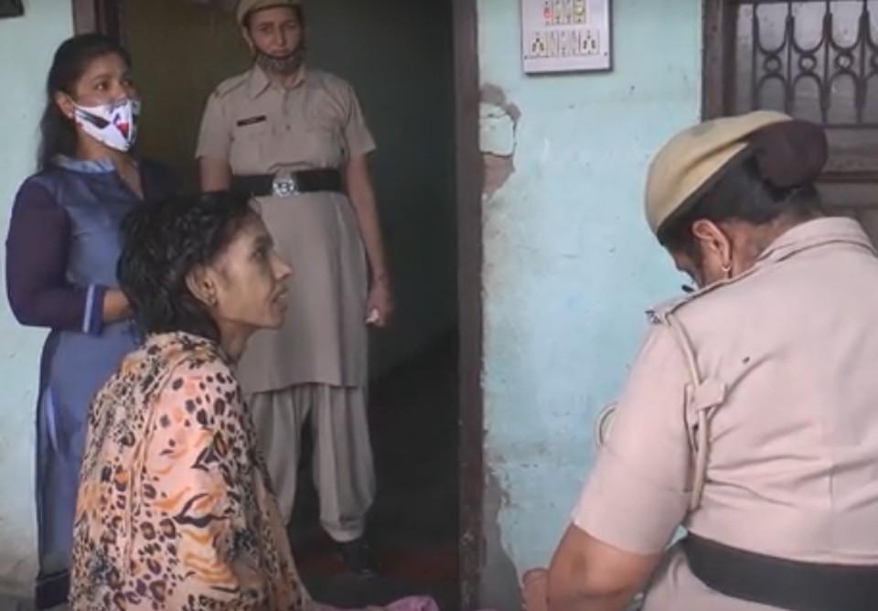 Житель Индии на полтора года заточил жену в туалете