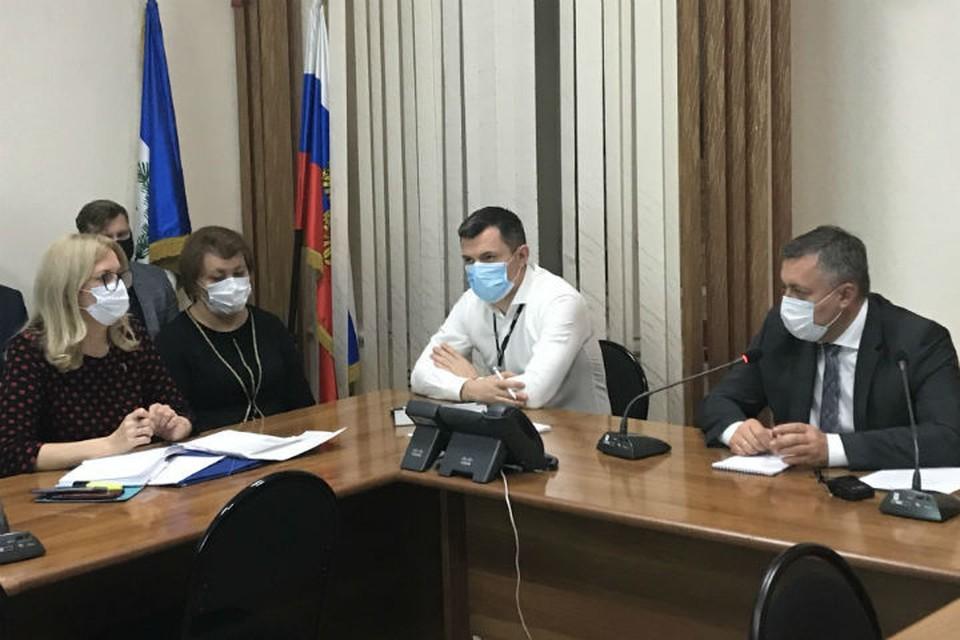 Анна Данилова (слева) и.о. министра здравоохранения Иркутской области
