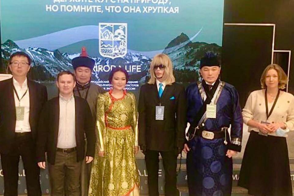 Сергей Зверев (третий справа) во время финала конкурса. Фото: правительство Бурятии