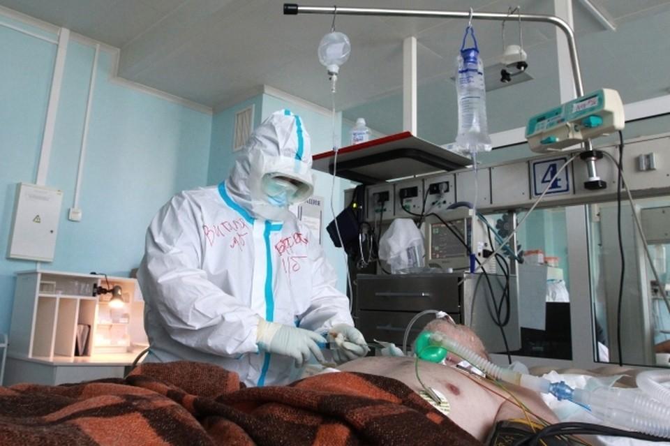 Число жертв коронавируса стремительно растет.