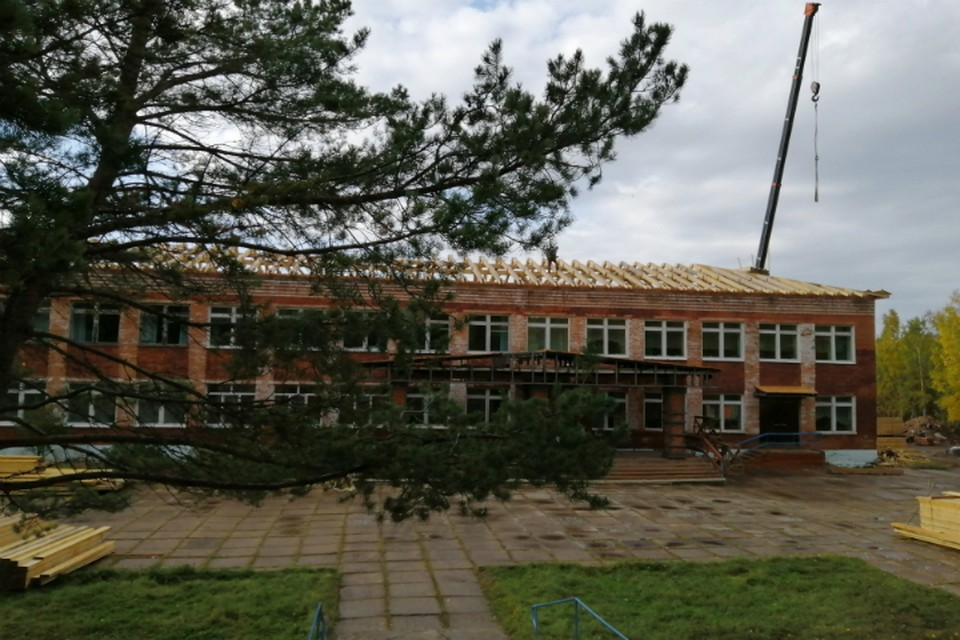 Под контролем Михаила Дегтярева отремонтировали крышу в поселке Маго в Хабаровском крае