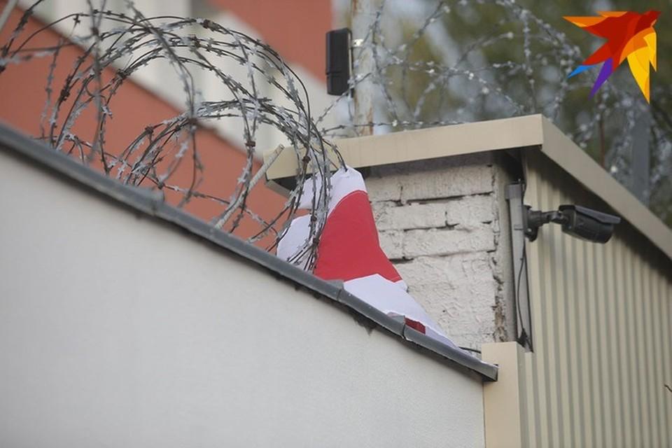 Задержанных журналистов в день приема передач перевезли с Окрестина в Барановичи.