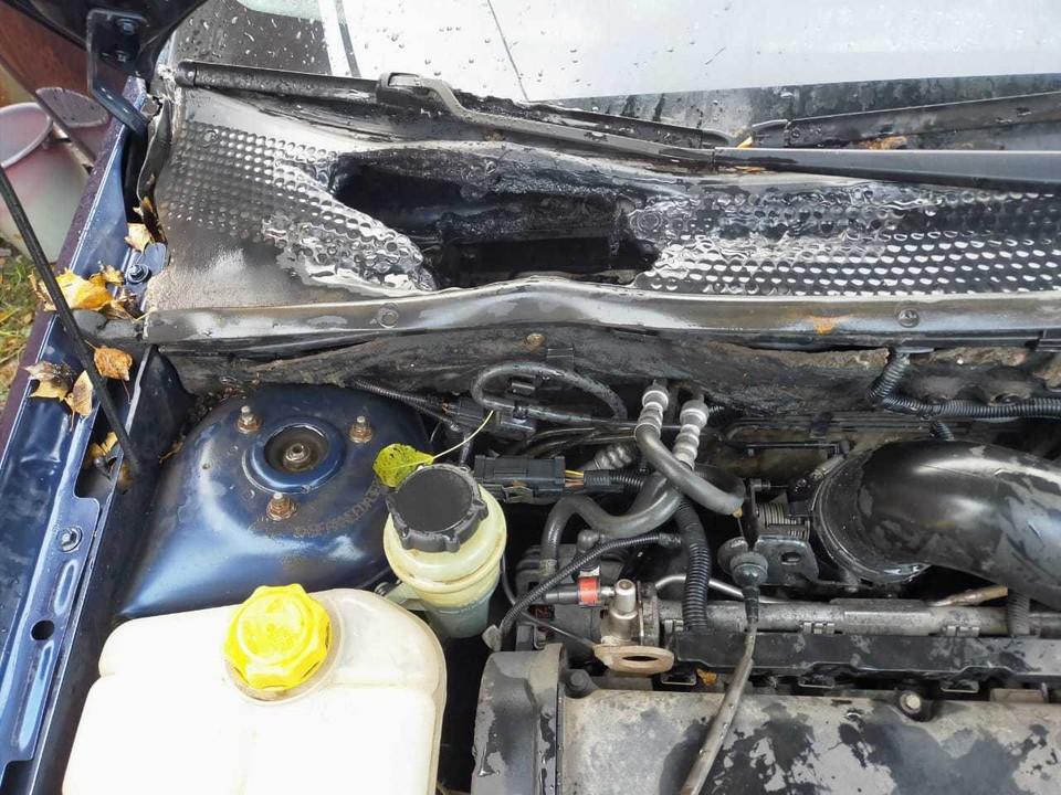 Огонь повредил моторный отсек