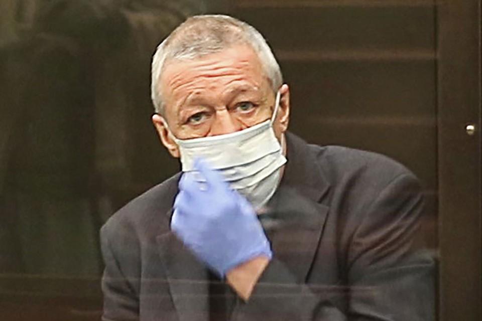Актер Михаил Ефремов, осужденный на 8 лет колонии за гибель человека в ДТП, перед началом рассмотрения апелляции на обжалование приговора на заседании в Мосгорсуде. Фото: Снимок с видео/Пресс-служба Мосгорсуда/ТАСС