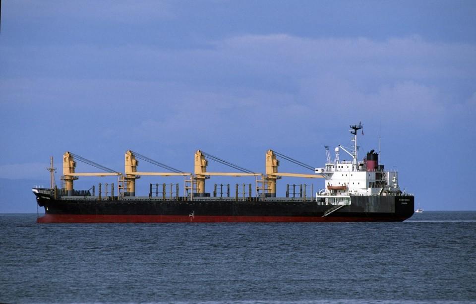 """Два взрыва произошли на танкере """"Генерал Ази Асланов"""" в Азовском море."""