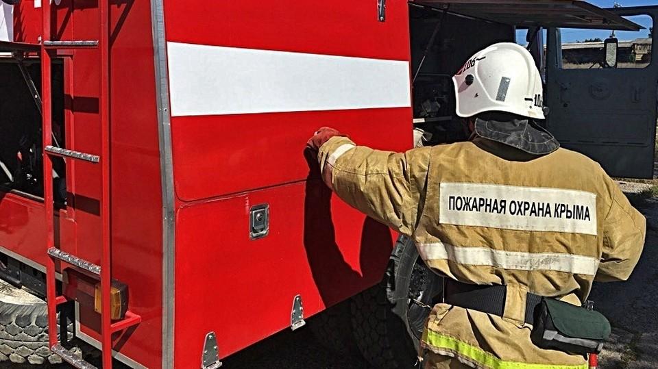 В Симферопольском районе сгорела комната и крыша частного дома. Фото: официальный сайт МЧС по Крыму.