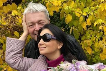 Екатерина Стриженова перестала прятать шрам во всю шею