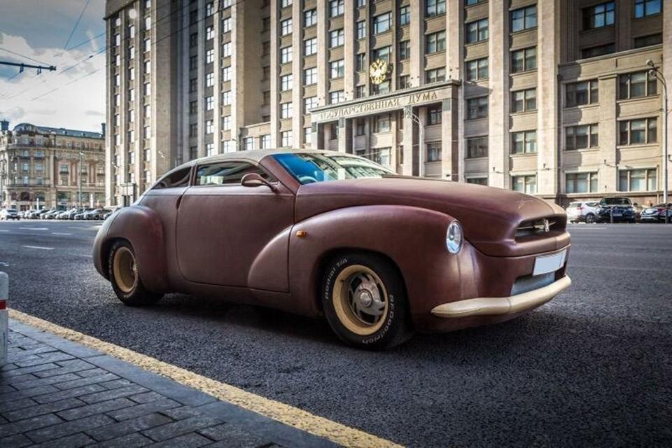 На днях на продажу в Москве выставили машину, которую иначе как дубленкой на колесиках и не назовешь.