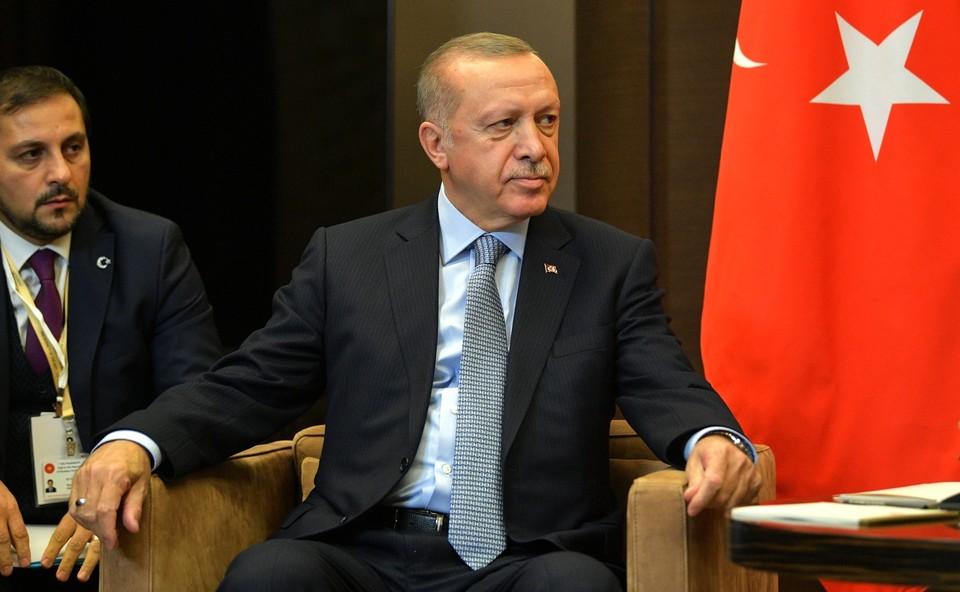 Слова Эрдогана о президенте Франции вызвали бурную реакцию в Европе.