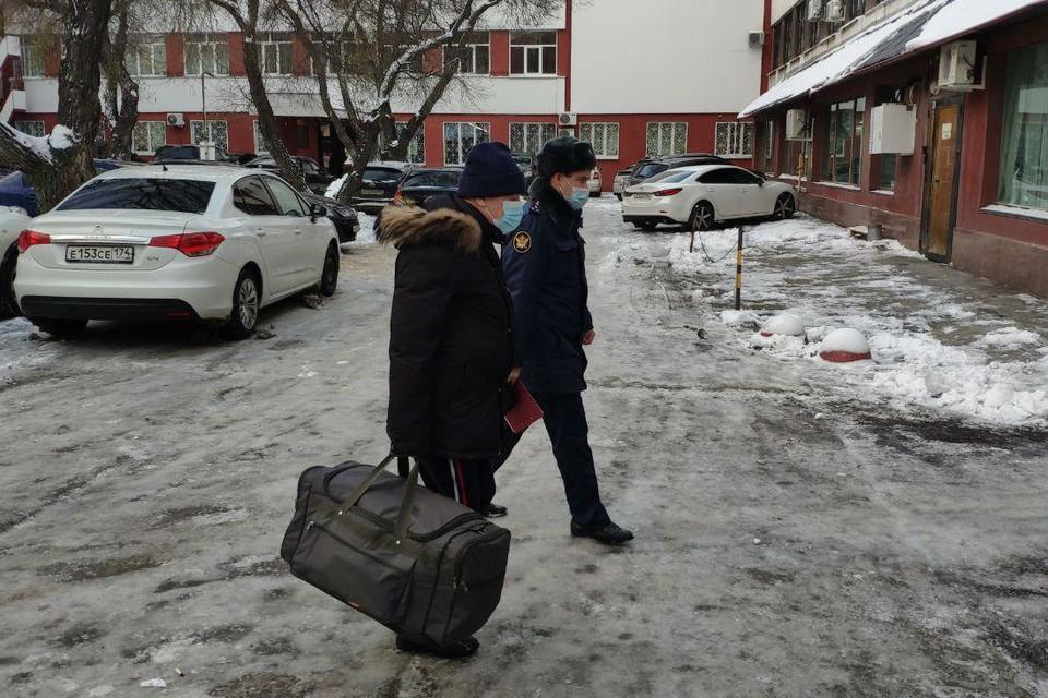 Скандальный экс-мэр Челябинска прибыл в суд с сумкой