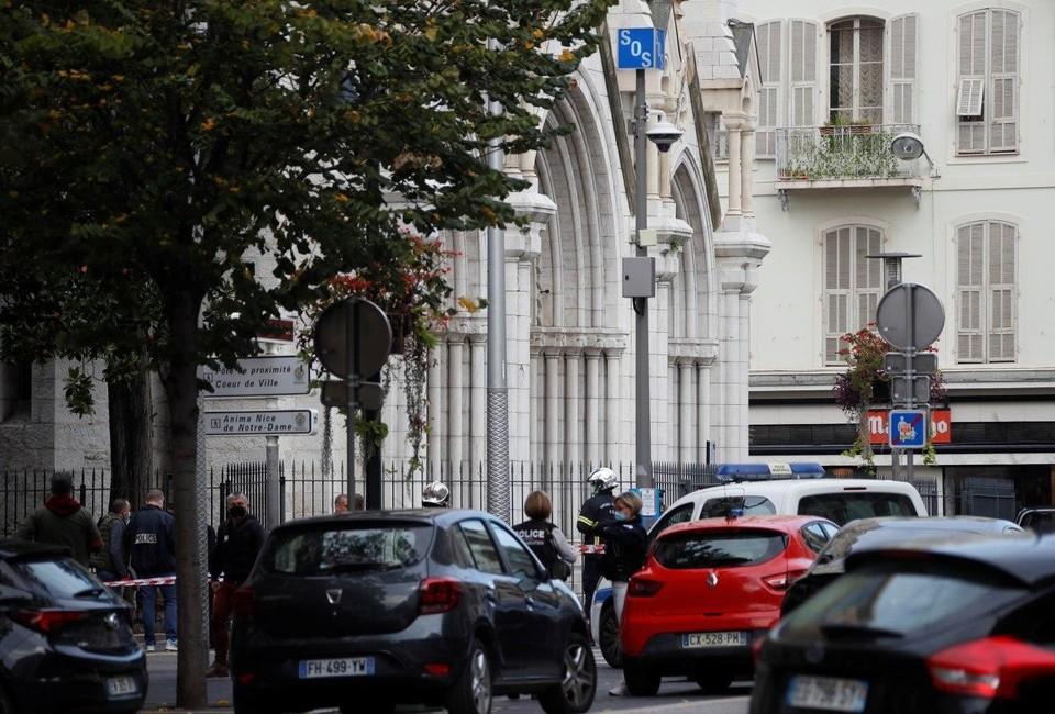 Видео с места теракта у церкви в Ницце появилось в сети