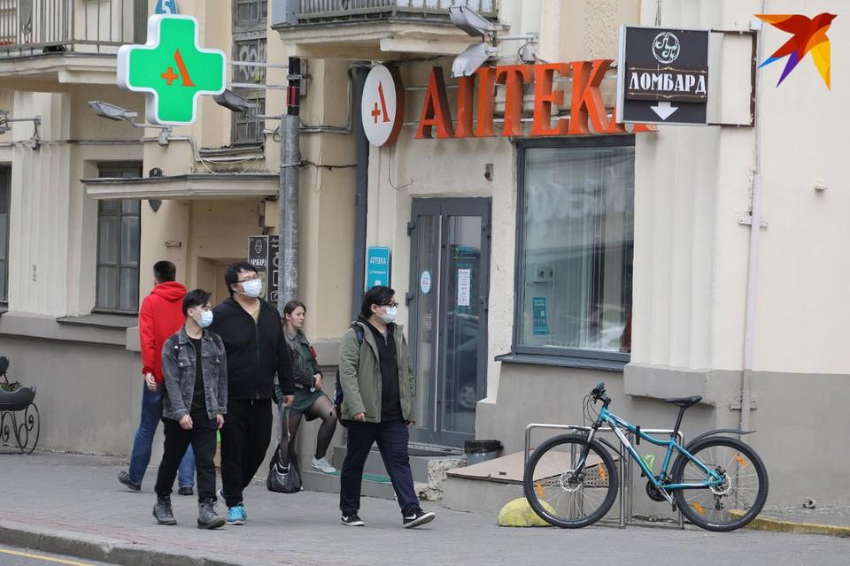 Провериться на коронавирус белорусы теперь могут и самостоятельно - в аптеках страны появились экспресс-тесты отечественного производства.