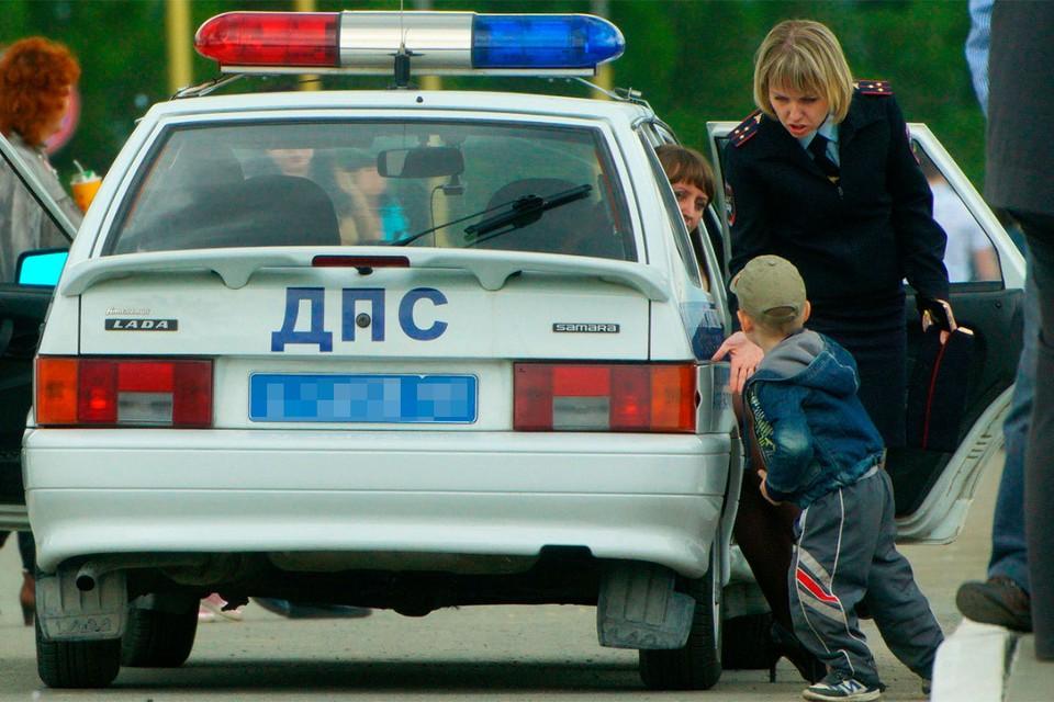 Полиция передала мальчика медикам.