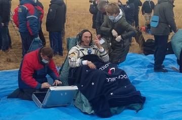 «Приходилось вести их под руки»: как спасатели Центрального военного округа встречали астронавтов, вернувшихся из космоса
