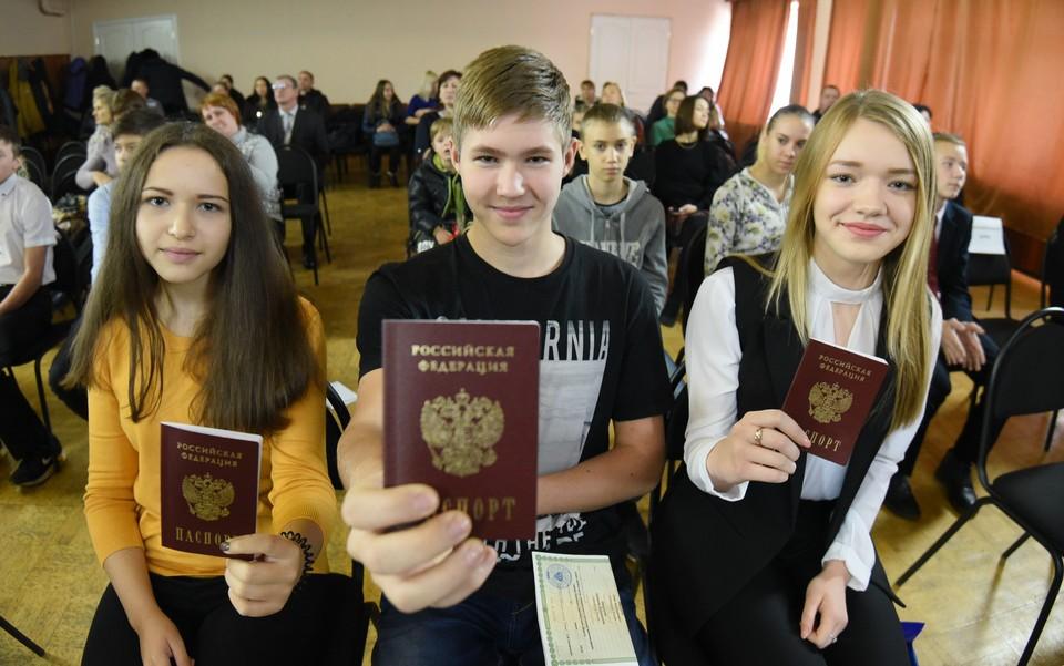 Более 350 тысяч граждан Республик получили российское гражданство