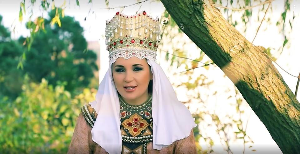 Певица и композитор Ольга Варвус представила новый клип на песню «Мы стояли на Угре». Фото: кадр видео.