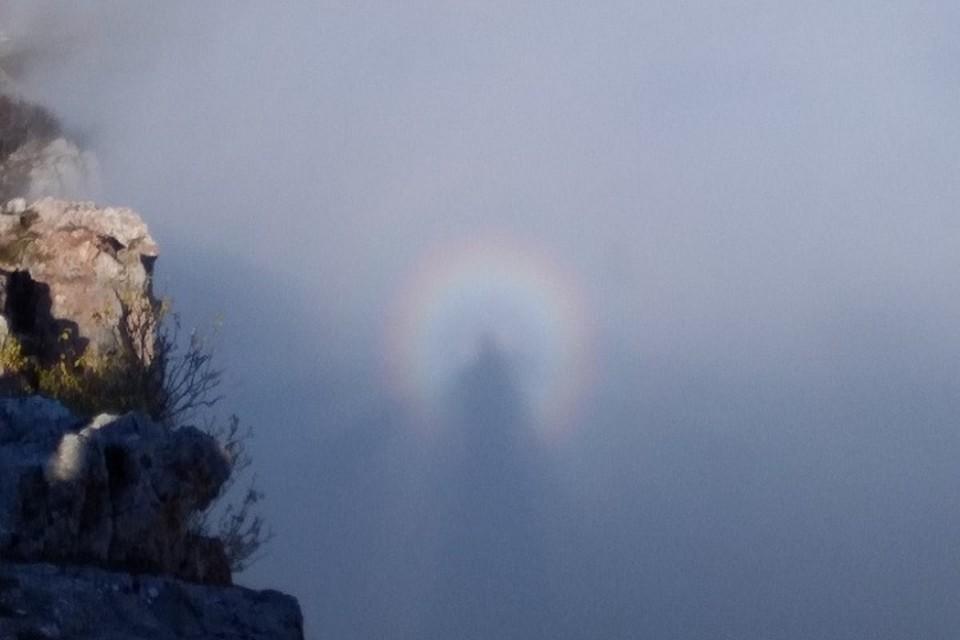 Туристы на плато Ай-Петри запечатлели Брокенского призрака. Фото: Подслушано Ялта / ВКонтакте