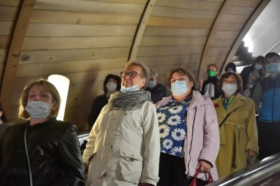 Россиянам посоветовали во время пандемии коронавируса поменьше говорить и не скандалить