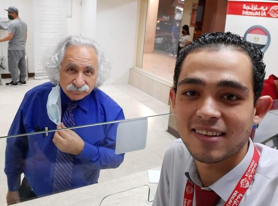 «Всё относительно»: В Египте нашли двойника Альберта Эйнштейна, который случайно зашел в магазин. Фото: twitter @sherif_wahballa