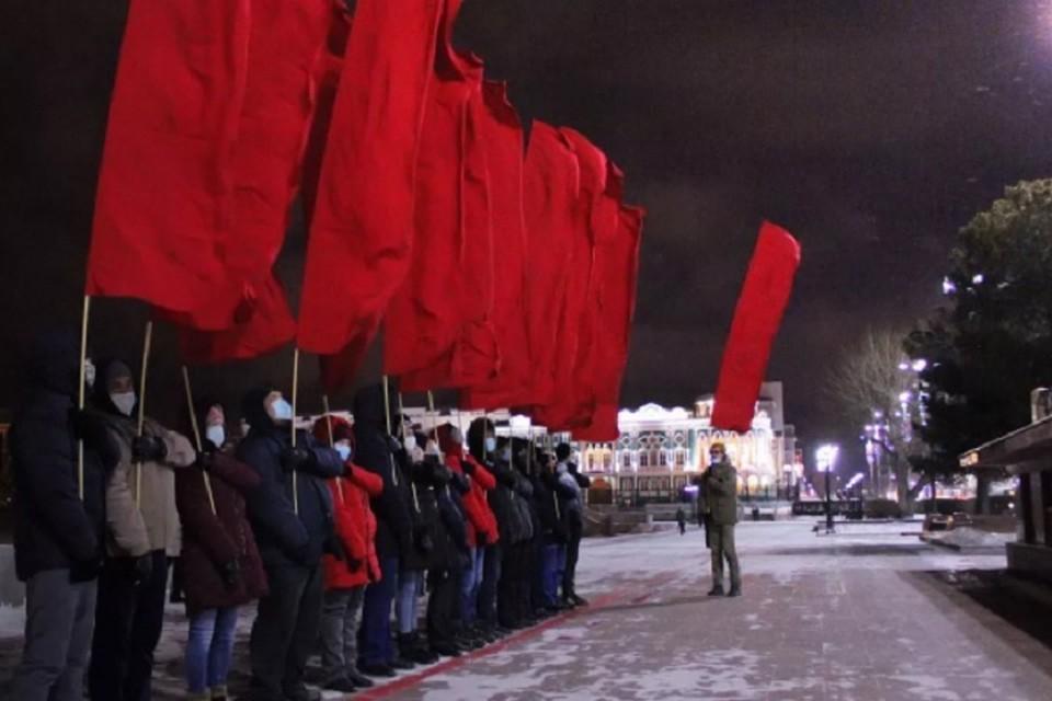 """Активисты """"оживили"""" Краснознаменную группу. Фото: организатор акции"""