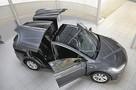 «Парковка бесплатно, налоги не плачу, заряжаюсь от обычной розетки»: вытеснят ли электрокары бензиновые автомобили