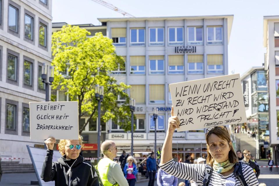 В Германии граждане протестуют из-за введения новых ограничений на фоне роста заболеваемости коронавирусом